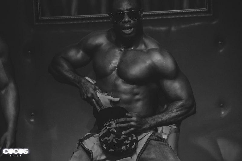 стриптизер афроамериканец москва