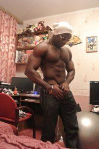 темнокожий стриптизер москва