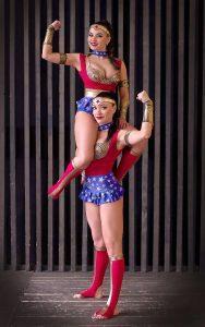 Акробатическое женское шоу с экстримом