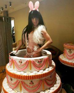 стриптизерша из торта