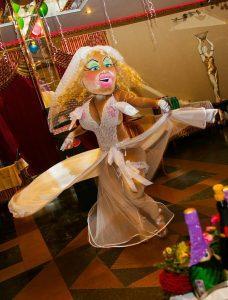 Ростовая кукла с стриптизом