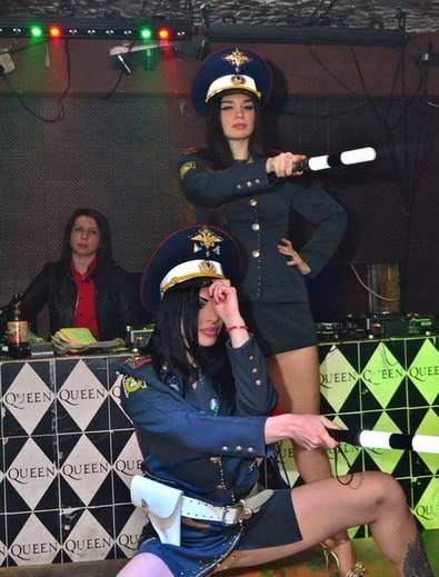 стриптиз полиция розыгрыш