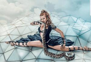 Стриптиз со змеей